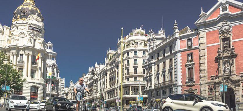Las ventajas de las lonas publicitarias en Madrid, un espacio único