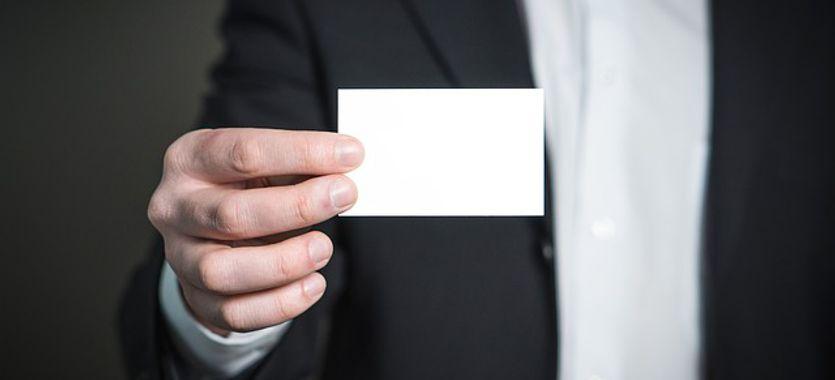 Cómo son las tarjetas plásticas personalizadas para empresas